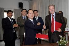 Signing a Memorandum of Understanding between CAST and ICIMOD