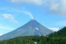 Active volcano Mount Mayon as seen from the Legaspi Airport in September 2013. Image: NOAA/CC BY.