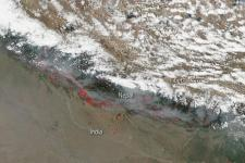 Smoke and fires in Nepal. Image: NASA (2016).